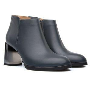 Camper Lea gray leather Lucite heel bootie 40 10
